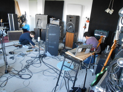 tags: #studio, #niedervolthoudini studio, #set, #basic setting, #guitar, #beat loop, #bass, #room; #Martina, #Carl;